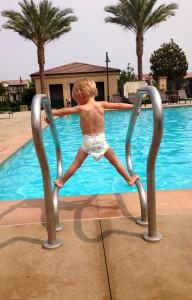 Liam am Pool